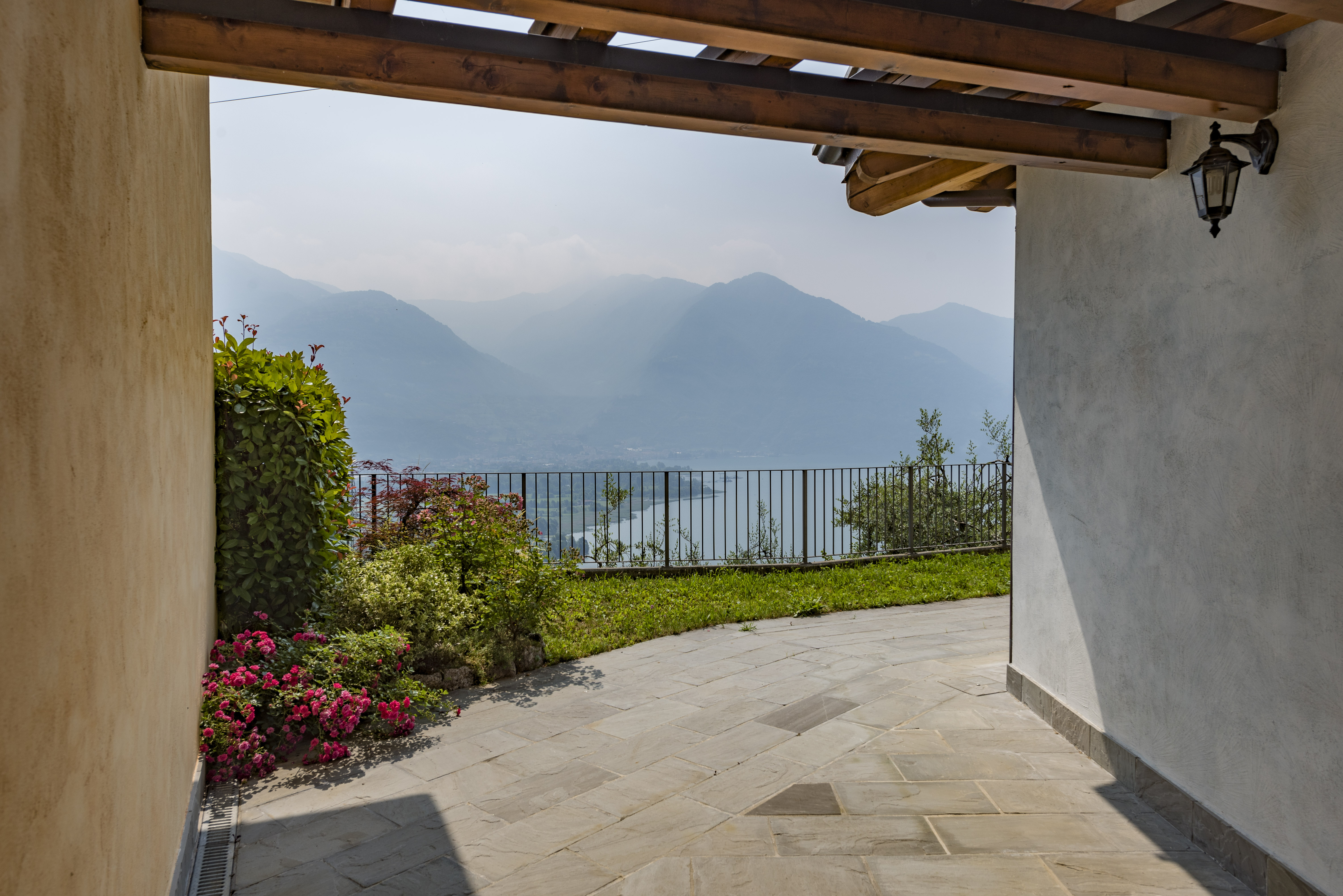 SALE – VILLAS IN RESIDENCE WITH POOL – COSTA VOLPINO – LAKE ISEO – CL 779