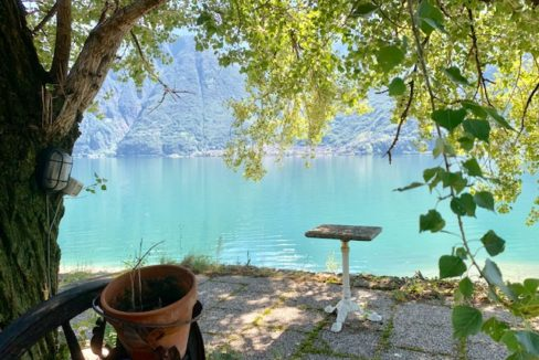 FOR SALE – HOUSE AND HOUSE RIVA BIANCA – NATURAL OASIS OF THE PLAN OF SPAIN – SORICO – LAKE COMO – CL 827